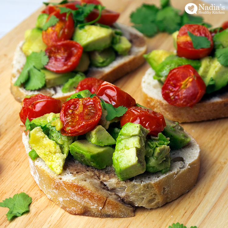 This avocado tomato bruschetta recipe is great to have for parties or ...