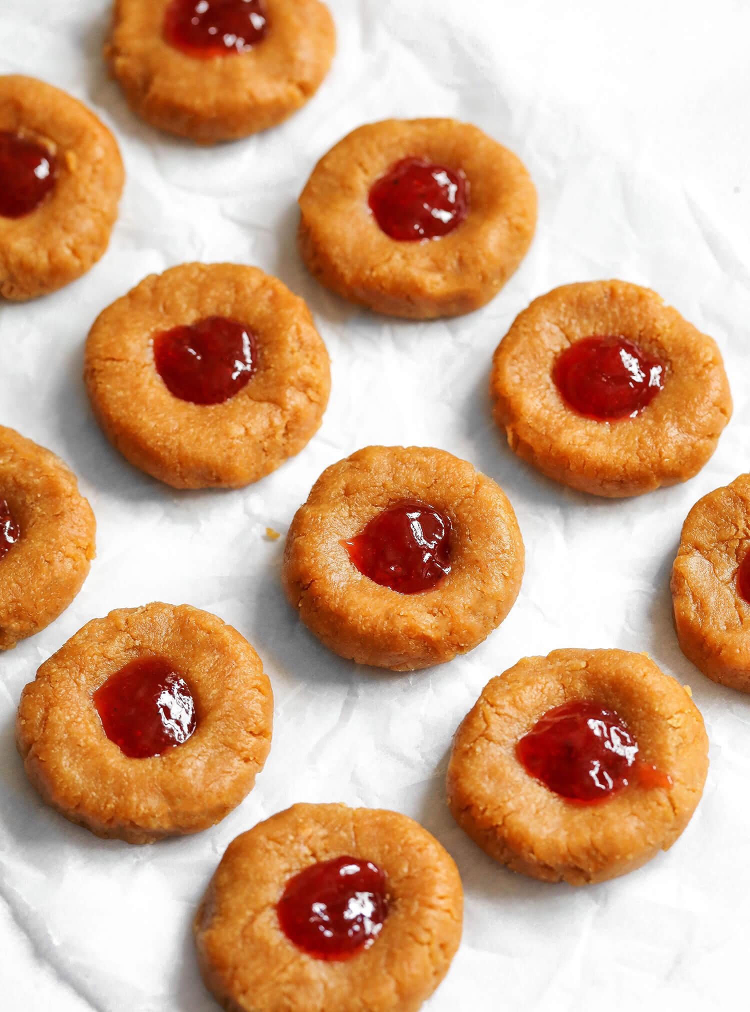Cookies de impressão digital PB&J vegana não assados - Blog de saúde do Reino Unido 3