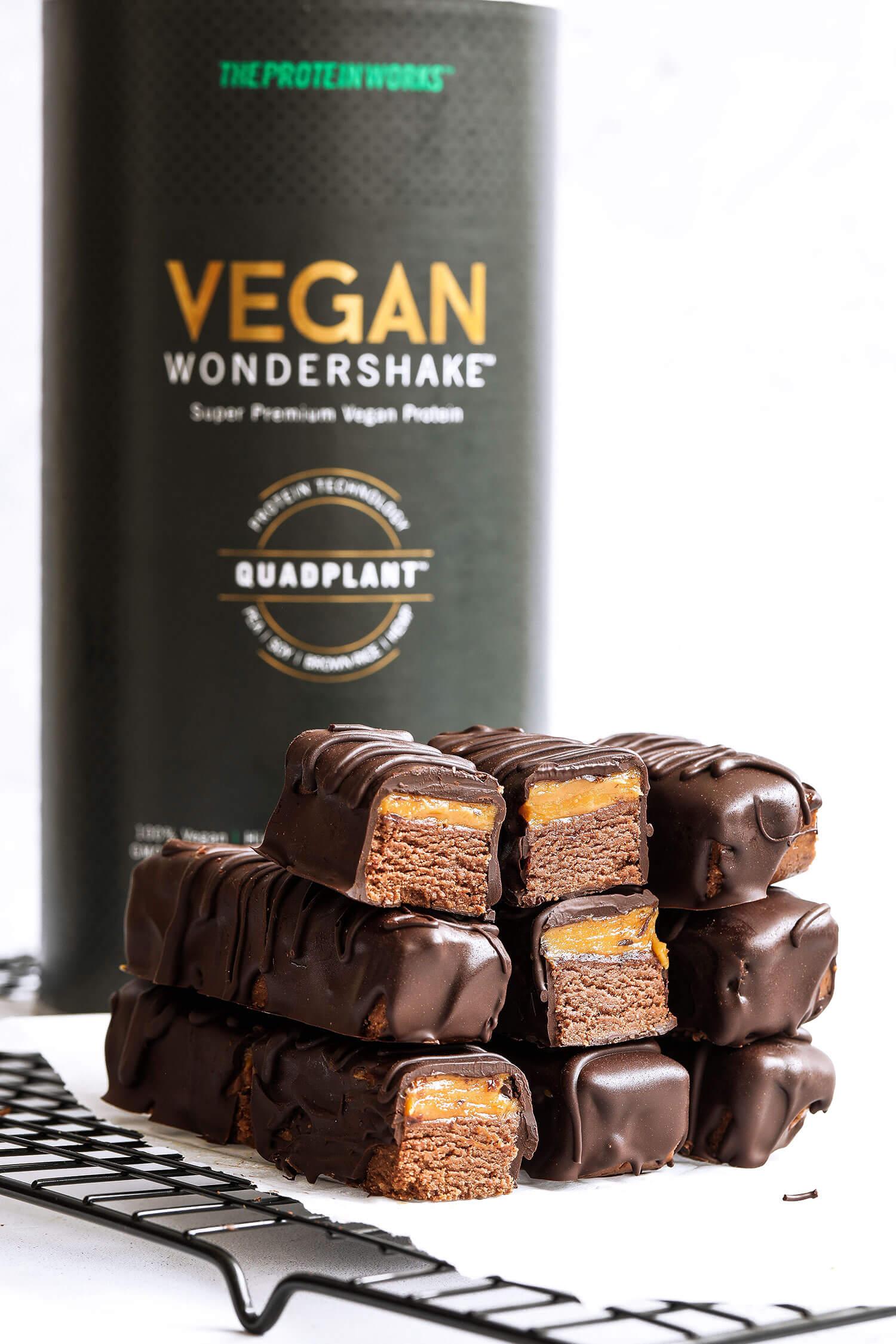 Barras de proteína vegana de chocolate com caramelo salgado - UK Health Blog 4