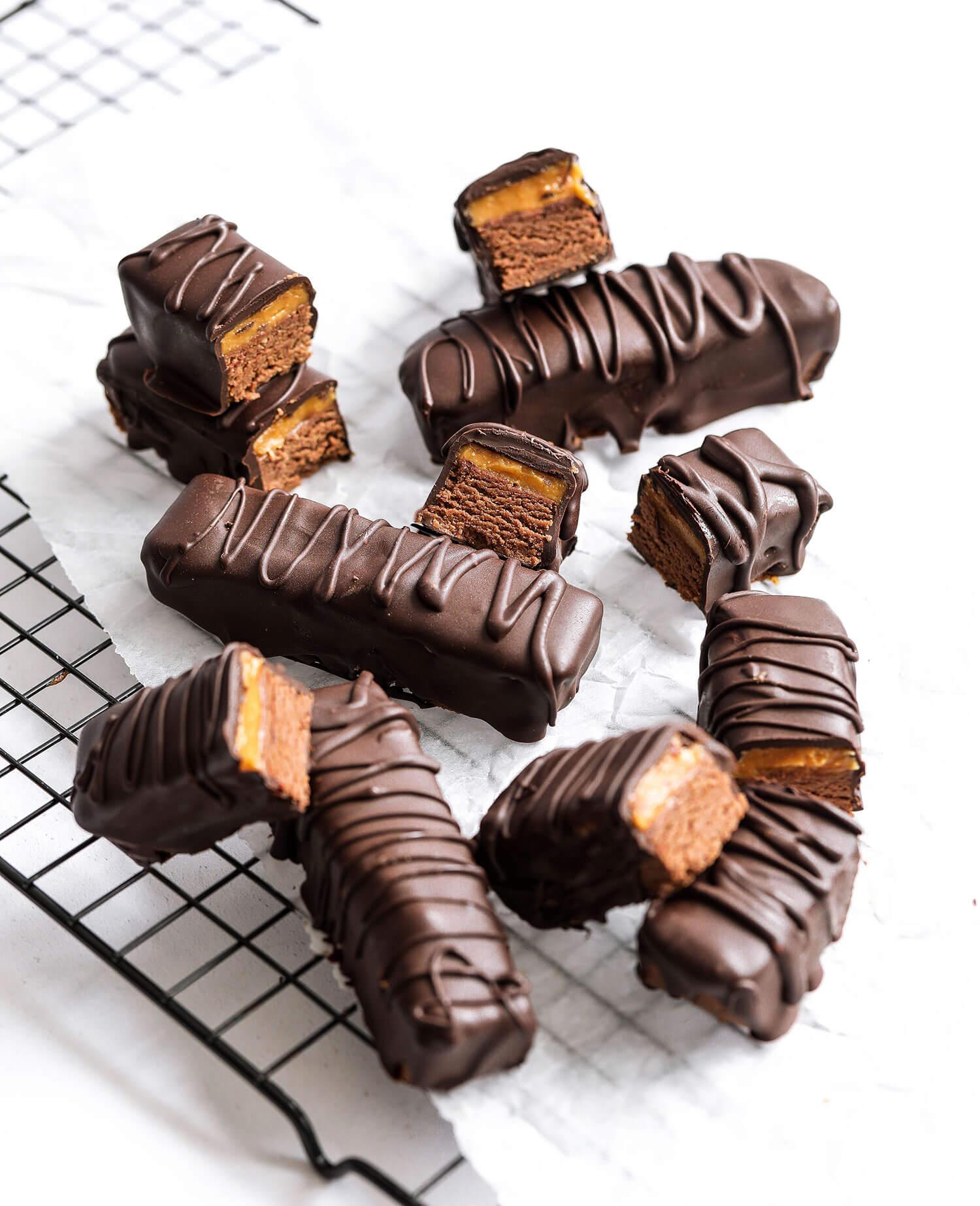 Barras de proteína vegana de chocolate com caramelo salgado - UK Health Blog 11