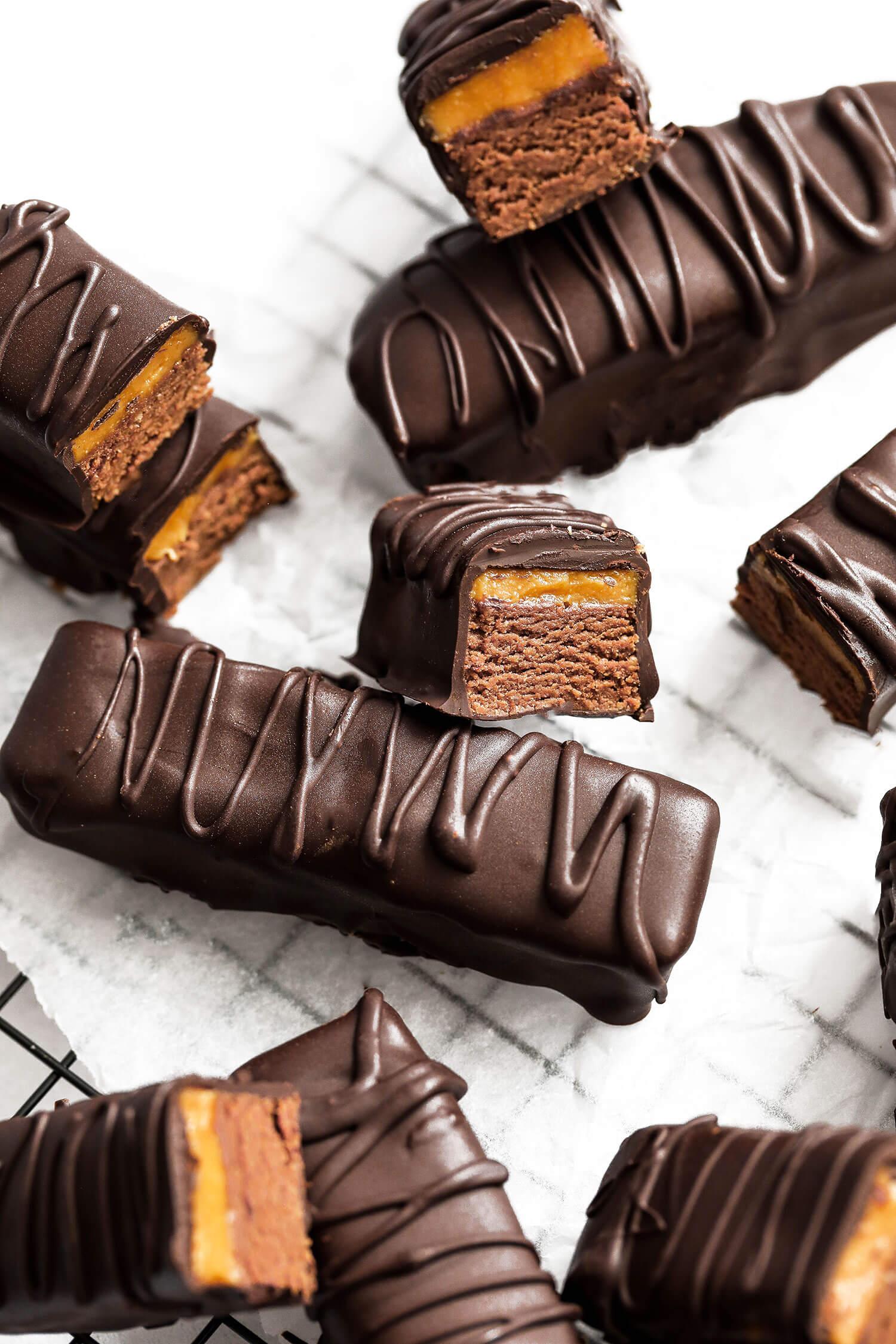 Barras de proteína vegana de chocolate com caramelo salgado - UK Health Blog 7